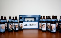Team von Seokratie auf Bierflaschen