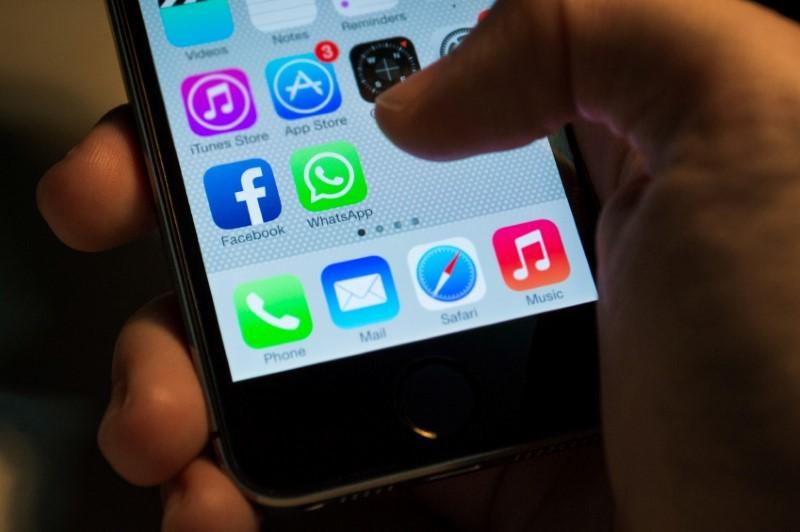Service per WhatApp: Die Freunde wissen nicht, wer diesen Service nutzt – anders als beim Liken von Facebook-Seiten (kann verborgen werden).