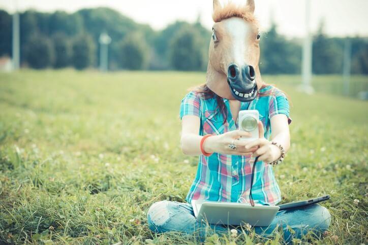 Bitte recht albern: Wer keine Pferdemaske zur Hand hat, nutzt einfach einen Face-Filter.