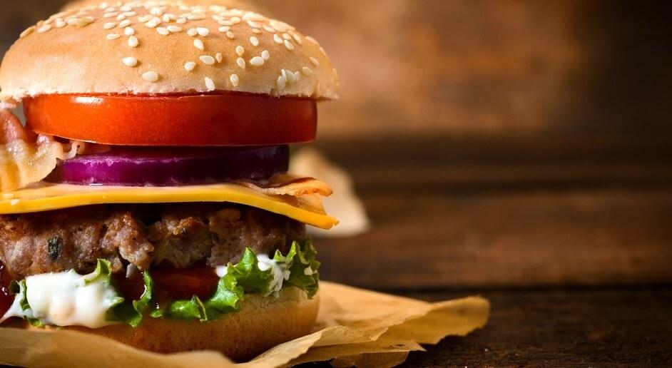 Ein Burgermenü ähnelt im Aufbau einem Burger
