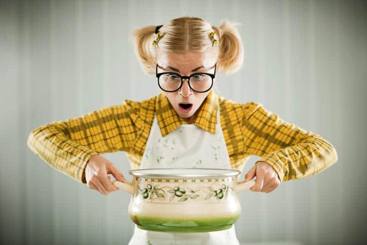 Das Rezept für perfekte Überschriften - Frau mit Suppentopf