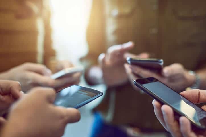 soziale Interaktionen: Online und offline