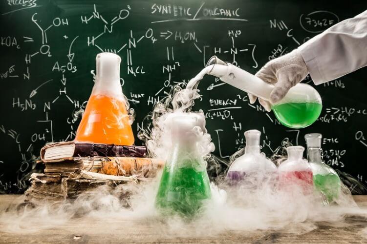 chemisches Experiment mit viel Rauch