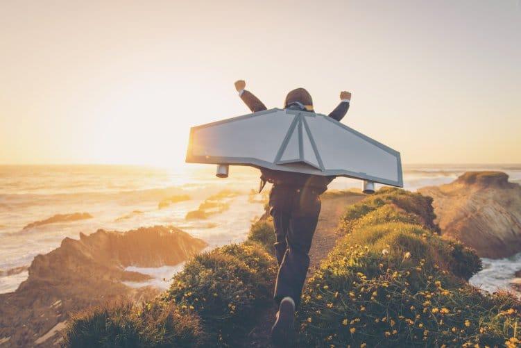 Junge mit Jet-Pack als Symbolbild: SEA-Landingpages optimieren und abheben