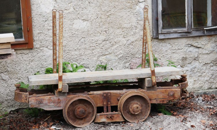 verrosteter-bergarbeiterwagen